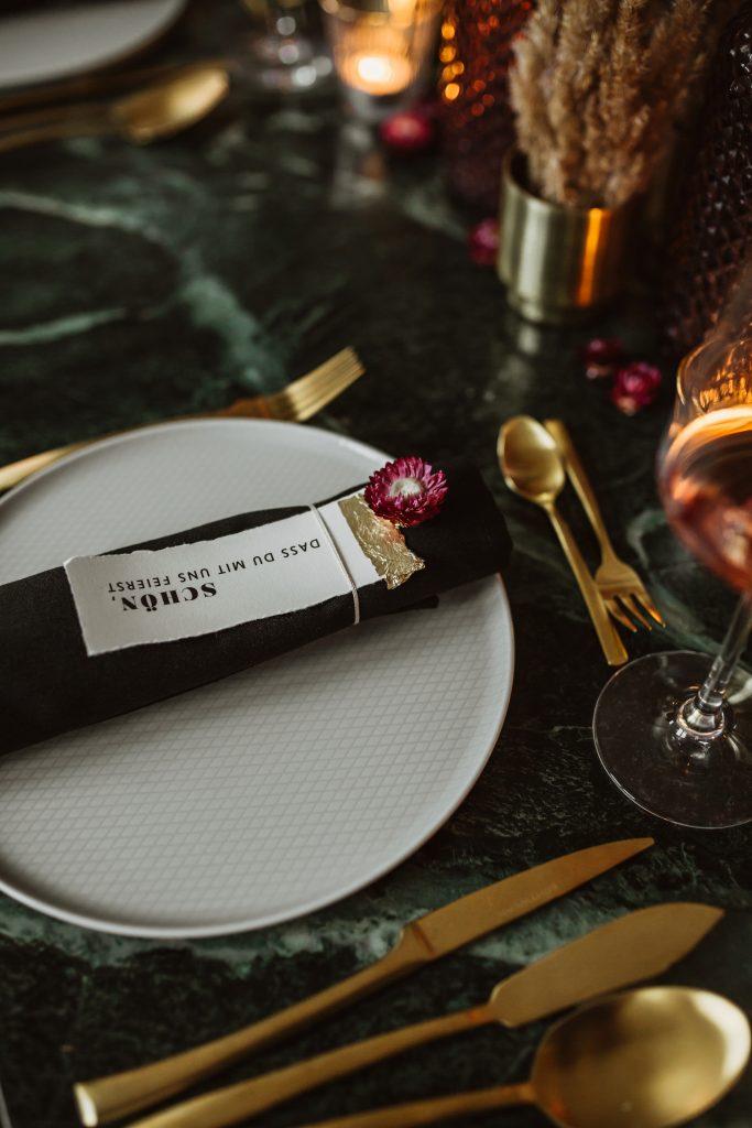 Tischdekoration Einladungskarte Menükarte Trockenblumen Tischdekoration